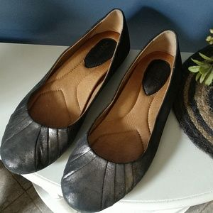 earth bellwether pewter leather flats